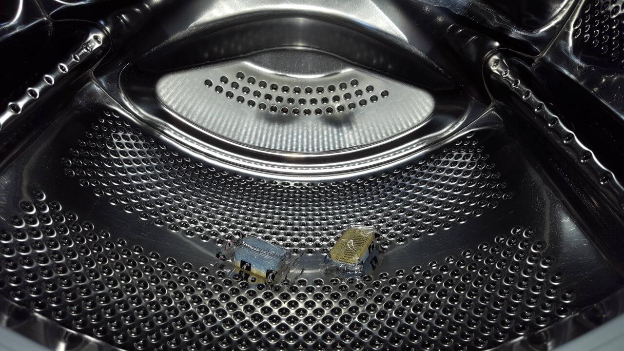 Soda in wasmachine in bak of trommel