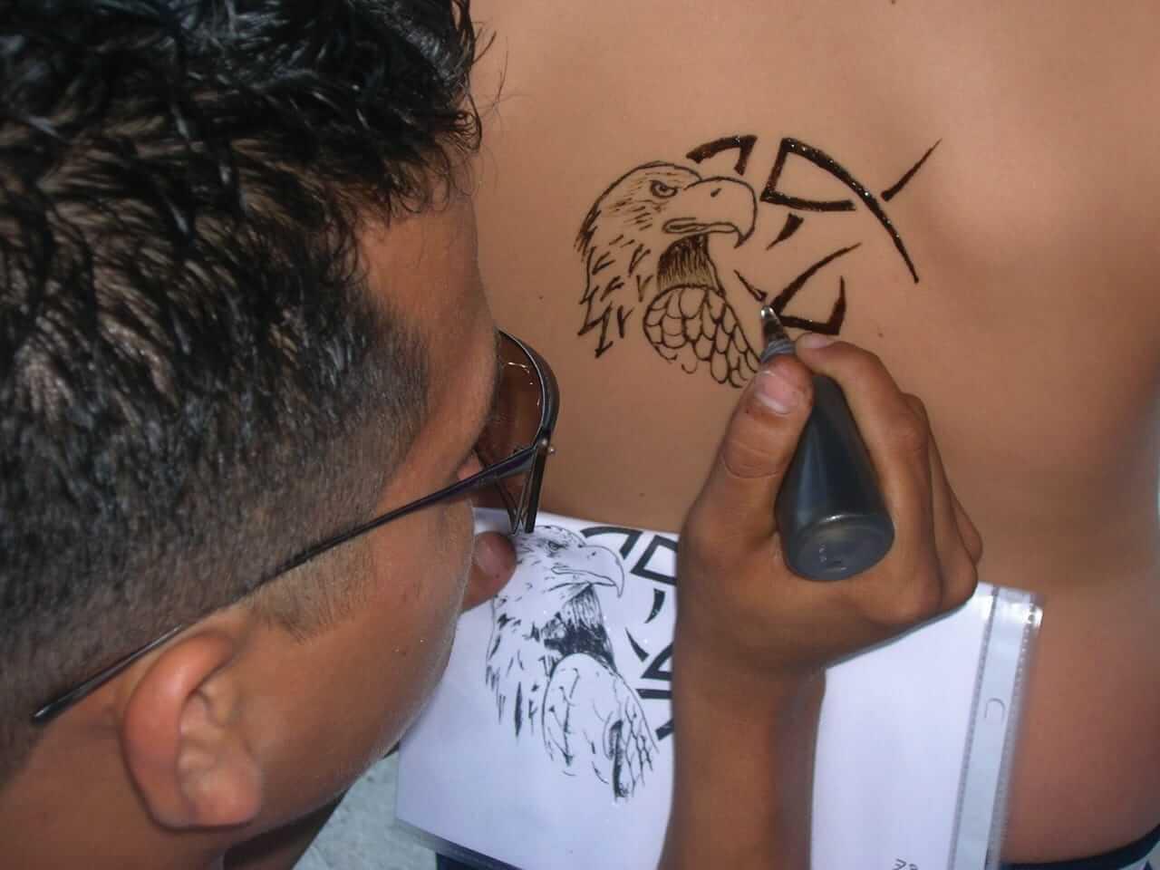 Henna Tattoo Laten Zetten Amersfoort: Oppassen Geblazen! 7-jarige Belgische Jongen Verminkt Na