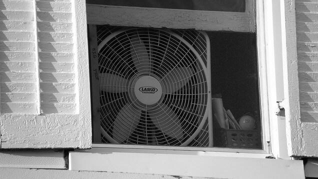 Als je je ventilator ZO neerzet heb je binnen no-time een koele ...