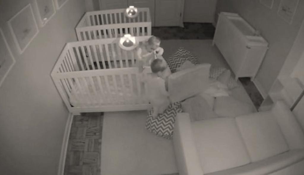 Hilarisch n erg herkenbaar ouders leggen de slapeloze for Huis in tuin voor ouders