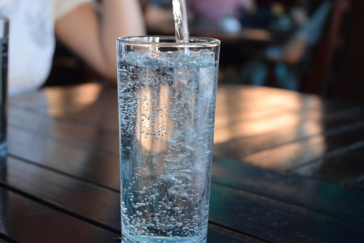 koolzuurhoudend water
