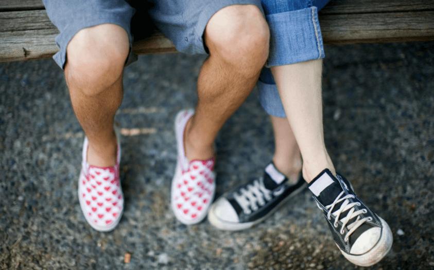 960fa21b062 Dít is waarom je altijd sokken in je schoenen moet dragen!