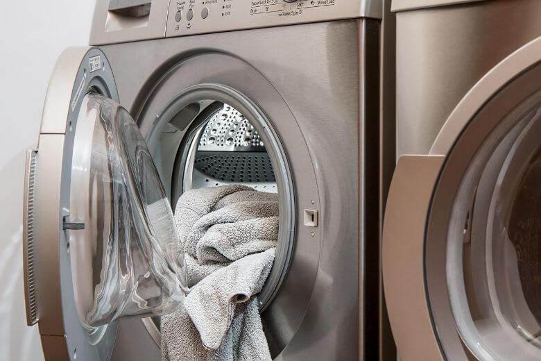 stinkt je wasmachine? de oplossing tegen die stank heb je al in de