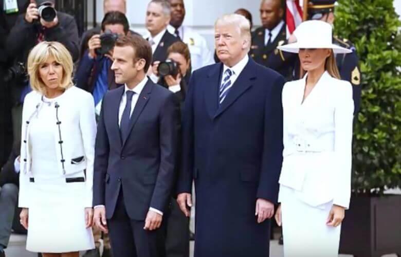 Trump Melania hand vasthouden